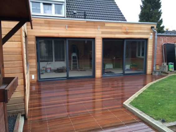 Extention bardage red cedar et terrasse sur plots